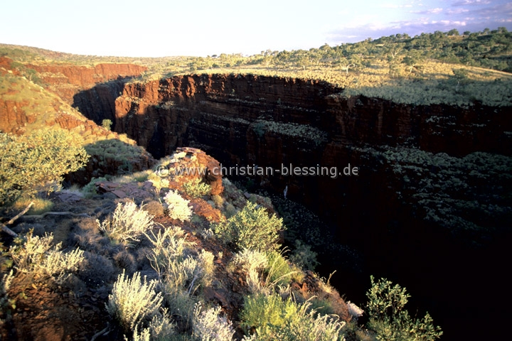 Schlucht im Karijini-Nationalpark - Der Karijini-Nationalpark mit seinen spektakulären Schluchten liegt in der Hamersley Range im Zentrum der Pilbara in Westaustralien.