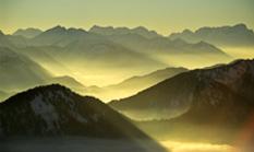 Blick vom Wallberg am Tegernsee über die Bayerischen Alpen