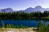 Der Lago Federa in den Dolomiten ist ein bezaubernder Bergsee auf der Alta Via Numero 1.