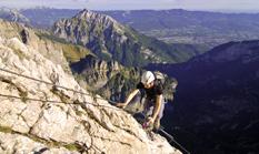 Der Monte Schiara liegt nördlich von Belluno im Nationalpark Dolomiti Bellunesi. Einer der Klettersteige, die auf den Gipfel des Monte Schiara führen, ist der Via ferrata Marmol.