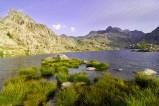 """Parc national du Mercantour in Frankreich - Der in den französischen Seealpen gelegene Nationalpark Mercantour ist vor allem durch das Vallée des Merveilles (""""Tal der Wunder"""") und das Vallée de Fontanalbe (""""Tal der weißen Quelle"""") bekannt. In diesen beiden Tälern finden sich tausende von Felszeichnungen aus der Bronzezeit."""