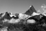 """Ama Dablam (6856 Meter) im Himalaya in Nepal - Der Ama Dablam wird auch als """"Matterhorn Nepals"""" bezeichnet und gilt als einer der schönsten Berge der Welt."""