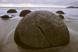 Moeraki Boulders in Neuseeland - Felskugeln am Strand von Koekohe Beach an der Küste von Otago auf der Südinsel Neuseelands