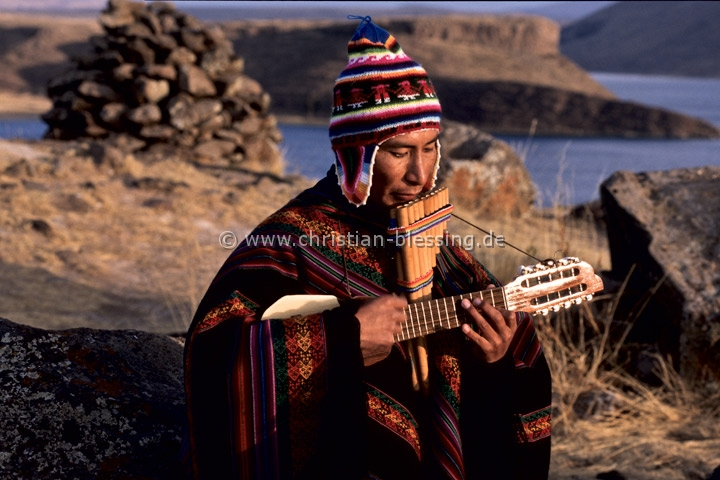 Musiker am Umayo-See in Peru